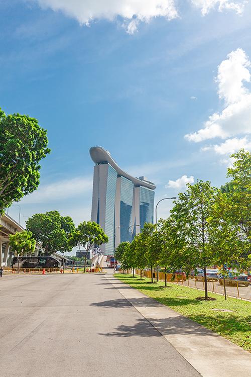 Marina Bay Sands - самый известный отель в Сингапуре - днем