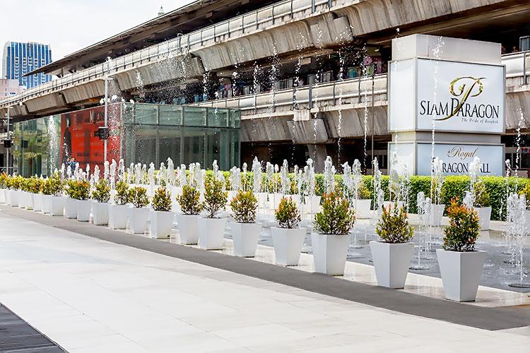 аллея фонтанчиков возле торгового центра Siam Paragon