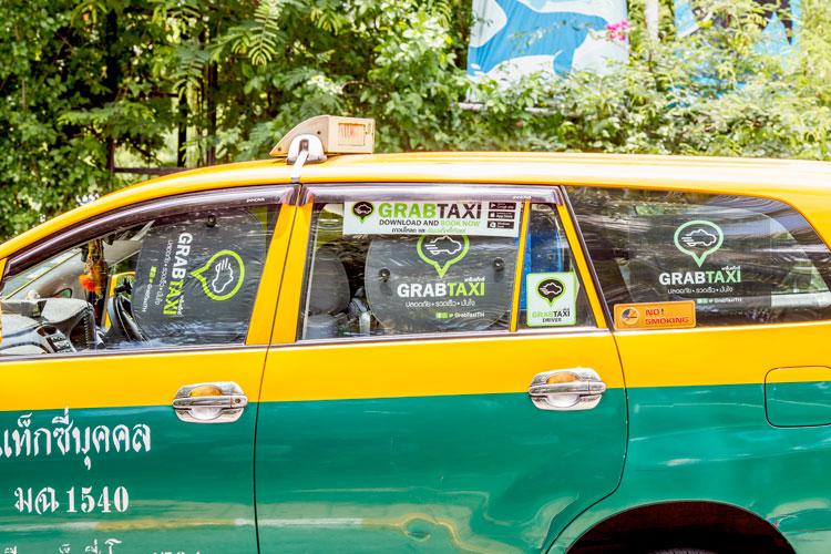 обычное такси Бангкока, работающее в системе GrabTaxi