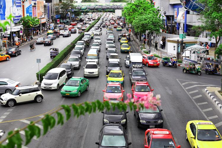 множество машин такси в Бангкоке