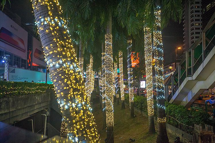 Новогодняя иллюминация возле ТЦ Central World