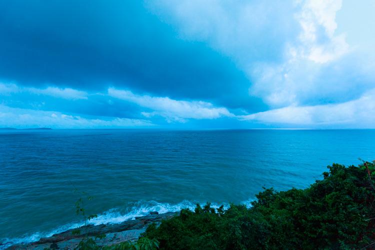 Вечернее море Самуи в пасмурный день