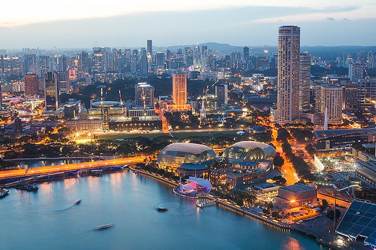 Вечерний Сингапур с высоты птичьего полета, фото 1